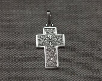 Finely crafted patterned sterling silver cross pendant