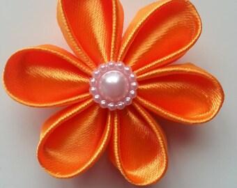 5 cm fleur de satin orange   petales ronds