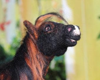 Brown horse Pony Figure OOAK needle felted wool posierbar