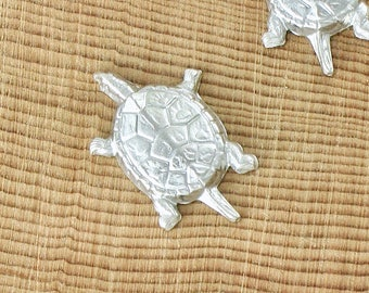 5 silver TURTLE jewelry embellishment . 20mm x 13mm (FF41)