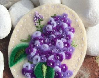 A breath of Lilac - Handmade Felt Brooch