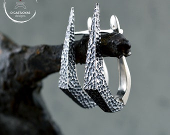 Aros de plata daga piedra ,Pendiente artesanal, Pendientes garfio de plata 925, Joyeria Punk, Joyeria contemporánea, Novia gótica