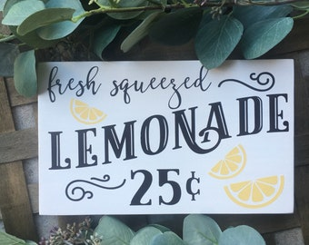 Fresh Squeezed Lemonade wood sign - Summer Sign - Photo Prop Sign - Lemonade Stand Sign - Farmhouse Decor