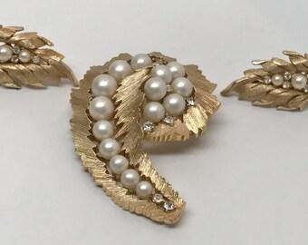 Vintage Trifari Gold - Pearl Brooch Pin & Clip On Earrings Demi Parure