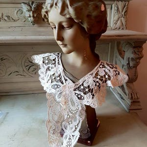 Stunning Antique French Handcrafted Bobbin Lace Collar or Yoke-Beautiful Design!