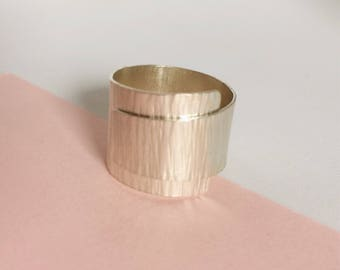 Handmade | Statement overlap hammered wrap ring | Minimal | Modern