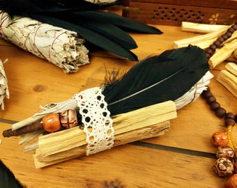 Smudging kit, Californian White Sage Smudge Stick, Palo Santo sticks and smudging feather. Space cleansing and Purifying. Sacred Ritual
