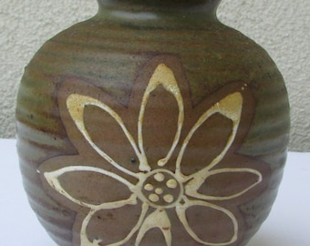 Charming vintage stoneware vase with large flower