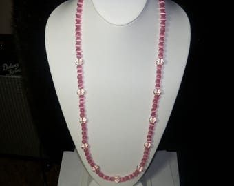 A Lovely Pink Cats Eye Beaded Necklace. (2017235)