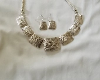 Silver Tone Necklace and matching ear wire Earrings  (319)