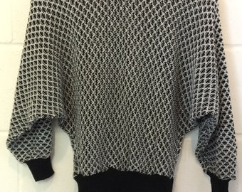 Jumper vintage retro batwing style black white size small knit