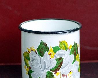 metal enamel cup, KITCHEN DECOR, farm decor, country living, cool vintage, UA