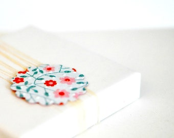 Scallop Envelope Seals {10} Red Daisy Scallop Seals   Envelope Stickers   Red Floral Seals   Embossed Gift Seals   Red Gift Seals