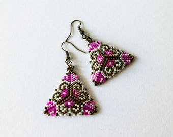 Earrings fuchsia and bronze, triangular earrings curved woven seed beads