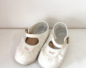 vintage 1980s baby girl's shoes - ROSE BUD white mary janes / size 3