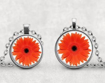 Daisy Necklace, Gift for Her, Gerbera Daisy Flower Jewelry, Spring Flowers, Daisy Lover, Daisies, Pendeloque Pendants