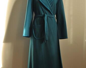 1960s Vintage Vassarette velvelour robe