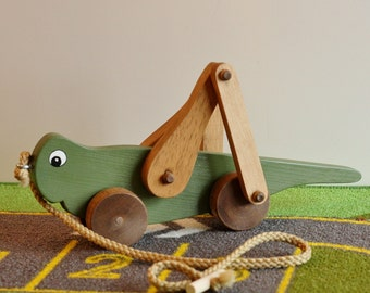 Toy Grasshopper Pull Toy - Handcrafted Wood Green Grasshopper Pull Toy - Toy for Toddler - Wood Toy Grasshopper Pull Toy - Easter Basket