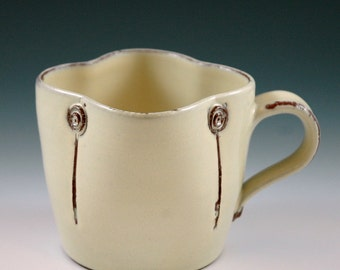 Large mug vanilla colored.