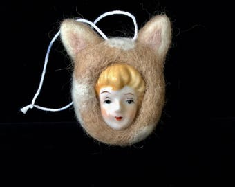 Felted Calico Cat Ornament- Handmade Cat Ornament- Felted Cat Sculpture- Porcelain Faced Felted Cat-Gift for Cat Lovers-Needle Felted Cat