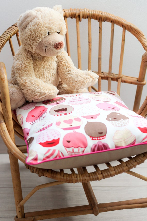 "Pillow Cover - 35x35 cm - 14x14"" - cupcakes - cakes - pink - piping - home decor - bedroom - child - nursery - home -gift"