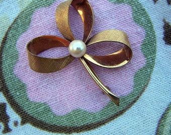 "Vintage 50's  ""WINARD "" Brooch/Pin 12 KT Gold Filled  3 Leaf Clover  with Center Pearl"