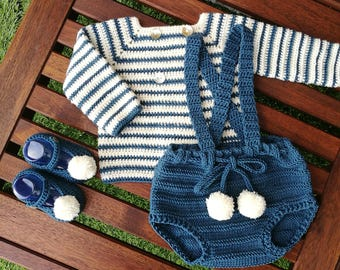 Point set for baby. Jacket, bib and booties pompon