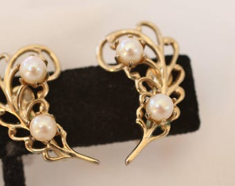 Vintage Goldtone and Faux Pearl Clip On Earrings