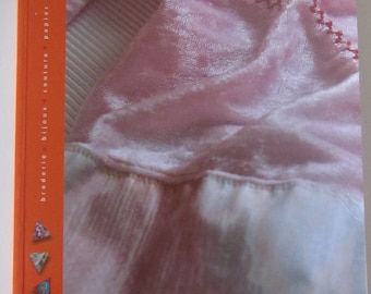 """Book """"Sewing, machine and customisation"""" - personalize clothes and accessories"""