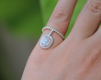 Lille Oval Ring, Pinky Ring, Bohemian Ring, Gypsry Ring, Silver Ring, Moonstone Ring