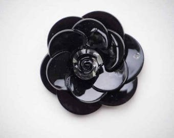 Beautiful 5 5cmx2cm, between two, black resin flower