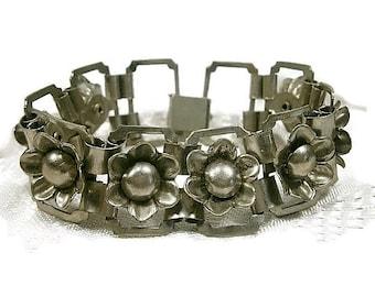 Vintage Silver Dimensional Flower Bracelet / Wide Chunky Bracelet / Antiqued Silver Link Bracelet / Raised Flowers