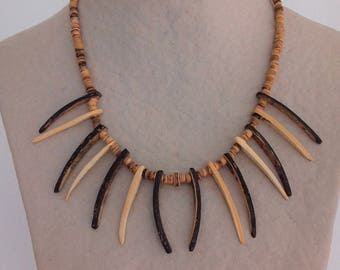 Two-tone claws of coconut and rings necklace
