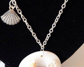 "Necklace mid-length ""shellfish"""
