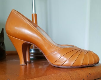 Beautiful Late 1940's or Early 1950's Tan Peeptoe Shoes Size UK 4.5 to 5