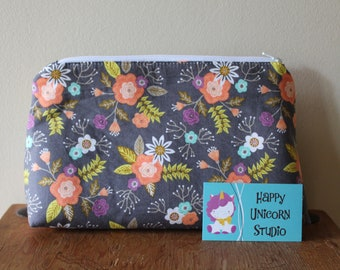 Toiletry Bag// Make-Up Bag// Cosmetic Bag// Fabric Toiletry Bag// Fabric Make-Up Bag// Handcrafted// Flower// Floral// Blooms// Plant