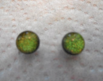sparkling green dichoric glass bead post earring