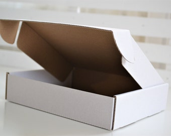 "Pack of 10 small 125x95x16mm / 4.92"" x 3.74"" x 0.62"" white postal cardboard mailing boxes. Strong shipping boxes"