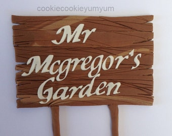 1 edible PERSONALISED NAME SIGN wooden look garden plaque fishing cake topper decoration age icing decorations wedding anniversary birthday