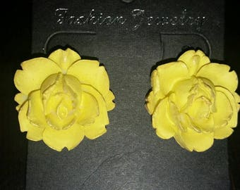 Beautiful Yellow Rose Clip On Earrings 1980's or later