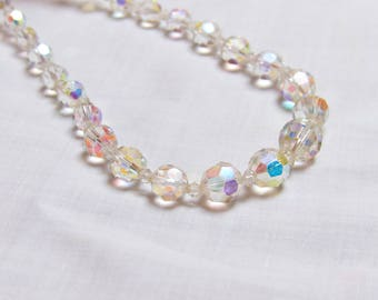 Vintage 1950s Faceted Aurora Borealis Crystal Graduated Glass Single Strand Beaded Necklace