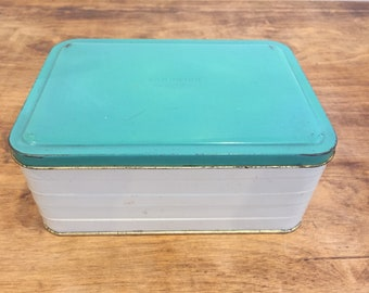 Vintage metal sandwich box