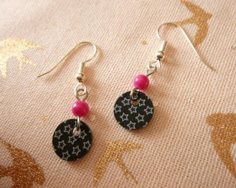 Earrings made of plastic pellet crazy black, white outline stars