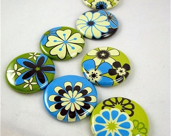 Mod Flowers Magnets  Seven 1 Inch fridge magnets in blue, green, vanilla and dark chocolate 1106