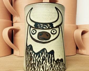 Stoneware Mug with Disconcerted Buffalo