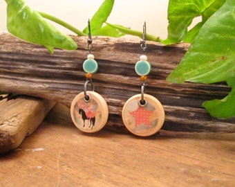 Bohemian boho circus earrings in wood with a circus horse and pink star