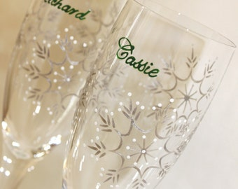 Personalized Winter Wedding Toasting Flutes, Snowflake Champagne Glasses, Bride Groom Mr. Mrs., Dated, Hunter Pine Green, Silver, White