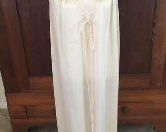 XL / Vassarette / Long Nightgown / White/Extra Large/ Made in USA