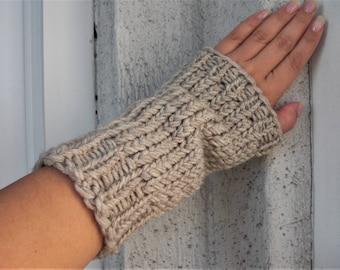 Knit arm warmers Beige arm warmers chunky knit gloves wirst warmers wool mittens