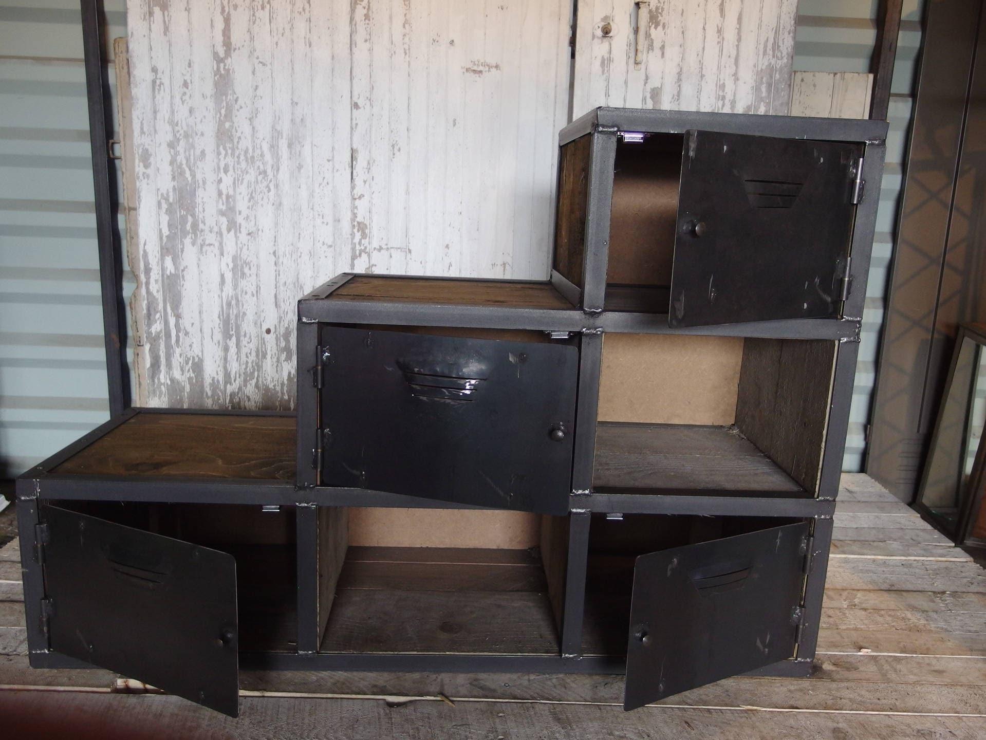 meuble industriel escalier en acier et bois. Black Bedroom Furniture Sets. Home Design Ideas
